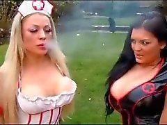 spel lesbisk bröst