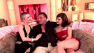 Underbara Lesbisk Trekant Porr Filmer - Underbara Lesbisk Trekant Sex