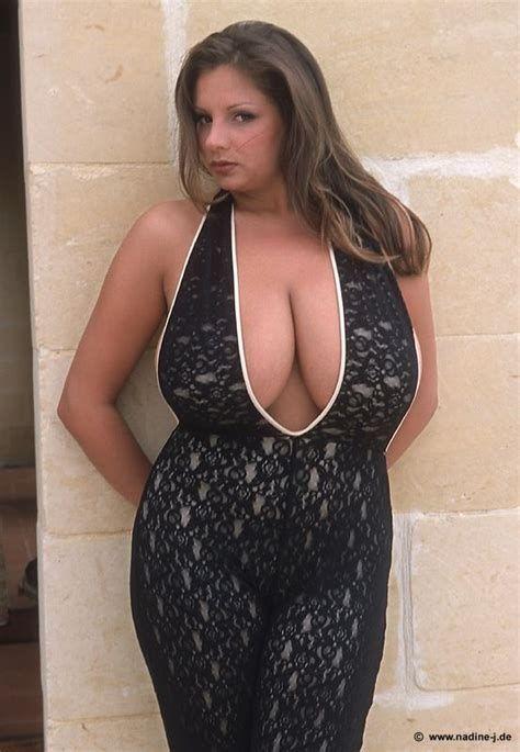 tribal enorma bröst